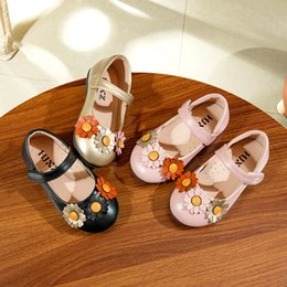 Boys Barefoot shoes online shopping - Girls Leather Shoes Sweet Flowers Princess Shoes Hook Loop Kids Barefoot Soft Children Party Dress Chaussure Fille