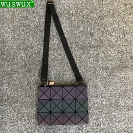 12ed19a48b7f8 new fashion High-end luminous women messenger bags travel casual shoulder  bag women crossbody bag geometric handbag  93118