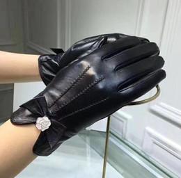 $enCountryForm.capitalKeyWord Australia - 2019 Women's New Style Lambskin Gloves Warm Fashion Touchscreen Sheepskin Gloves Lambskin Girl Bow Gloves Have a box