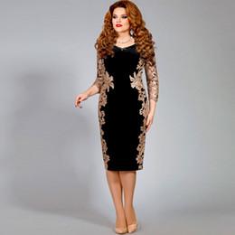 $enCountryForm.capitalKeyWord Australia - Elegant Sheath Gold Lace Mother of the Bride Dresses With Long Sleeves V Neck Beaded Wedding Guest Dress Knee Length Velvet Formal Gowns