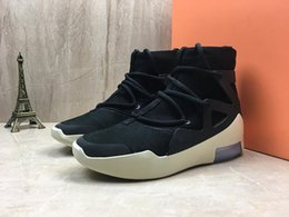 shoe box canvas Australia - Released Air Fear of God 1 Boots Fashion Designer Shoes Outdoor Boots Black Grey Yellow Zoom Sneakers with Box Size 36-45