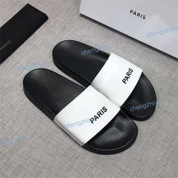 5b5936e5acddd6 2019 Mode Hommes Femmes Sandales Designer Chaussures De Luxe Slide D'été  Mode Large Plat Sandales Glissantes Slipper Flip Flop Boîte À Fleurs Taille  36-46