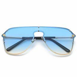 China New Elegant Ladies Square Sunglasses Women Brand Designer Italy F ashion Squae Sun Glasses Female Gradient Eyewear Shades box suppliers