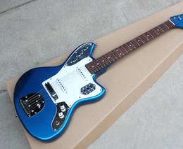 Vente en gros Livraison gratuite! Métal gros bleu guitare électrique avec micros SS, incrustations de points frets, 22 frettes, Pickguard blanc, matériel Chrome 0418