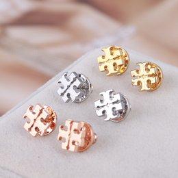 Ingrosso Top Quality moda europea e americana nuovo marchio shell uomini e donne orecchini orecchino di rame T lettera orecchini all'ingrosso
