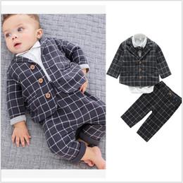 795111bdf Trajes para niños pequeños de estilo británico de tres piezas (Blazer +  Pant + Shirt) Conjunto de ropa para niños lindos Trajes de bebé para la  venta