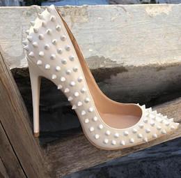 Ingrosso Rivetti di vendita caldi Red Bottom Donne Tacchi alti, scarpe a punta appuntite con borchie, Scarpe da sposa da donna 35-44 hanno logo, scatola