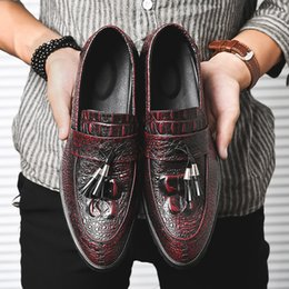 new shoes pattern for men 2019 - 2019 new fashion mens casual Crocodile pattern Tassels Nightclub leather shoes male flats slip on for young mans shoes A