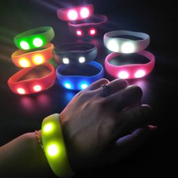 Wholesale 2019 Music Activated Sound Control Led Flashing Bracelet Light Up Bangle Wristband Club Party Bar Cheer Luminous Hand Ring Glow Stick