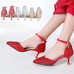 chinese sandals Australia - Ebullient2019 Woman Wedding Marry Bride Chinese Style Xiu Wo Shoe Cat With Bridesmaid High-heeled Shoes Cavity Sandals
