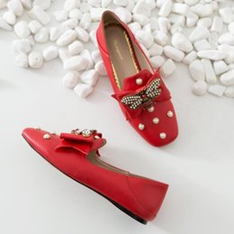 American Leather Shoes Australia - 2019 European and American Bee Designer Ladies Shoes Fashion Bow Pearl Flat Shoes Genuine Leather Shallow Mouth Women's Shoes