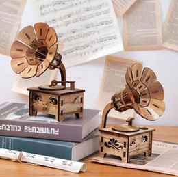 musical box mini NZ - Wood Retro Mini Gramophone Shape Assembled Music Boxes Table Decoration, Hand Cranked Musical Box Birthday Gift