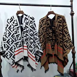 Venta al por mayor de Estilo caliente Otoño Invierno 2019 Cardigan Sweater Jacket Tassel Design Cape Loose Versión grande Thick Cape Sweater para dama