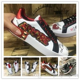hand painted shoes canvas white UK - 2019 hand-painted graffiti love leather small white shoes flat-bottomed casual sports shoes 1k10