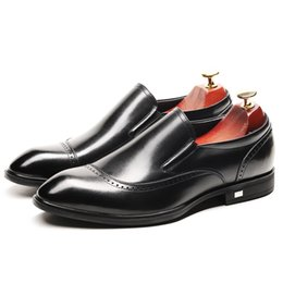 bb1a3076890ca 2019 New Handmade Hommes Robe Chaussures Wingtip Conception En Cuir  Véritable Homme Casual Chaussures Slip-On Respirant Homme Affaires