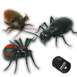 Remote contRol insects online shopping - Infrared Remote Control Ants Cockroaches Spiders Remote Control Mock Fake Toy Animal Prank Insects Terrifying Kids Toy
