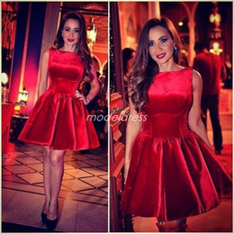ingrosso velluto rosso vestito corto-Red Short Prom Dresses Bateau Velluto Mini Cocktail Party Dress Occasioni speciali Abiti da sera arabi Abiti da sera Plus Size