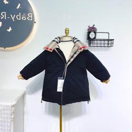 Nueva capa de los niños de invierno abrigos reversibles niñas niños abrigos largos abrigos niñas bebé ropa exterior de abrigo chica con encanto niñas ropa A9400 menor en venta