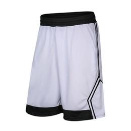 Venta al por mayor de Pantalones cortos de entrenamiento de baloncesto de verano para hombres deportes pantalones cortos para correr hasta la rodilla transpirables pantalones cortos de gimnasia de secado rápido