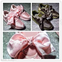 pink plastic bows Australia - () Wholesale Hot Cheap New Summer X Fenty Bandana Slide Sneakers Shoes Women Bow Tie Green Pink Rihanna Sneakers Sports Shoes 35-40