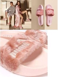 Girls Without Shoes Australia - Leadcat Fentyy Rihannaa Shoes Women Slippers Indoor Sandals Girls Fashion Scuffs Pink Black White Grey Fur Slides Without Box High Quality