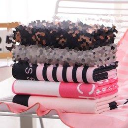 Luxo Verão Quick Dry Mulheres Toalha de Praia Moda letra impressa Mulheres Início Toalha de banho Atacado microfibra longo menina presentes conjuntos de toalha em Promoção