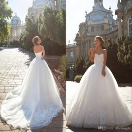 luxurious wedding dress trains 2020 - Luxurious Ball Gown Princess Lace Wedding Dresses 2019 New Sweetheart Sleeveless Lace-up Chapel Train Tulle Appliques Br
