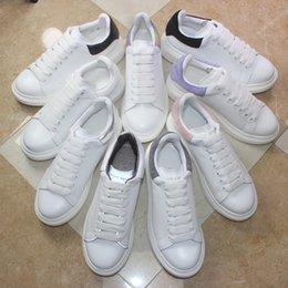 Venta al por mayor de Diseñador perfecto marca hombres mujeres moda cuero de gran tamaño plataforma Alexander aumento mcqueens zapatos casuales para hombre zapatillas de deporte de calidad