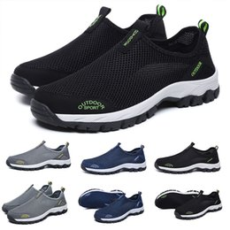Wholesale designer trainer fast shipping new men running shoes black grey red male sneaker outdoor walking sports shoe