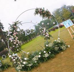 Personalizza fai da te decorazione di nozze in ferro battuto anello ad arco sfondo singolo palo porta ad arco prato esterno fiore di seta porta mensola stand in Offerta
