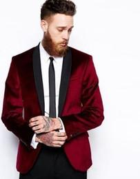 Venta al por mayor de One Button Burgundy Velvet Groom Tuxedos Hombres Trajes de boda Ocasión Dinner Blazer (Jacket) Pantalones disponibles