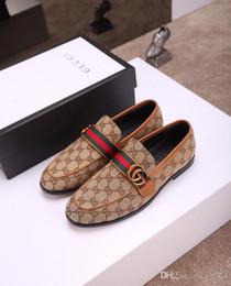 Vente en gros 2020 Mode Luxueux Parti Chaussures De Mariage Designers CUIR VERNI NOIR En Daim Avec Des Glands Spikes Chaussures Habillées Cloutées Pour Hommes Taille 38-45