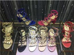 Date 2019 marque design style En Cuir Femmes Stud Sandales Slingback Pompes Dames Sexy Talons Hauts 9.5cm Mode rivets chaussures 8 Couleurs en Solde