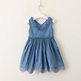 ef82f796c8f Девочки V-образным вырезом Джинсовое платье дети рябить джинсовая мода  принцесса платье Лето Детская одежда горячие продать