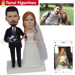 custom bobblehead UK - Two people getting married bride holding a flower wedding cake topper figurines custom bobblehead for wedding couple home decor
