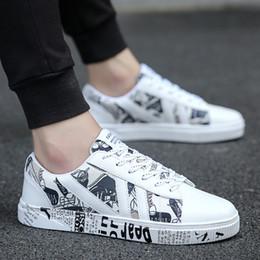 graffiti shoes 2019 - Spring and Summer Flat Bottom Men's White Shoes Classic Retro Graffiti Alphabet Trendy Board Shoes cheap graffiti s
