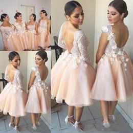 a88473c33 Primavera verano puffy vestidos de dama de honor cortos 4 vestidos de  fiesta de boda de diferentes estilos de encaje apliques mangas largas sin  espalda ...