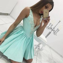 $enCountryForm.capitalKeyWord Australia - Cheap Turquoise Aqua Homecoming Dresses Sheer V-Neck Lace Appliques Cocktail Party Gowns Sexy Mini Short Prom Dress