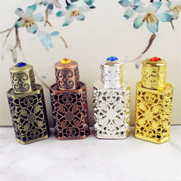 Wholesale 3ml Antiqued Metal Perfume Bottle Arab Style Essential Oils Bottle Container Alloy Royal Glass Bottle Wedding Decoration Gift