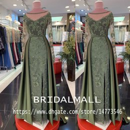 Vintage black eVening gown online shopping - Arabic Beaded Pearls Green Lace Evening Dresses Sexy V Neck Long Sleeves Mother Of Groom Dress Elegant Formal Party Gowns Prom Dress