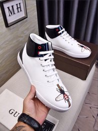 Fashionable Flat Shoes Laces NZ - Top leather printed and embroidered flat shoes, men's casual shoes, high-end hand-printed leather, fashionable walking wedding shoes G