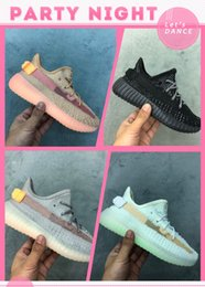 Discount children christmas shoe Kids v2 Clay True Form Hyperspace Static Designer Sports Shoes Kanye West Tan Pinish Grey Children Boys Girls Runner Sne