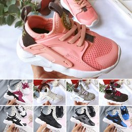 running shoe huaraches Australia - 2019 New Air Huarache 4 Running shoes trainers big Kids Boys girls Black White outdoors Portable sports shoes Huaraches sneakers