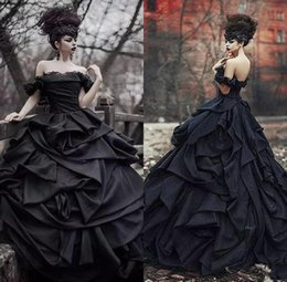Discount victorian red wedding dress corset Off Shoulder Black Gothic Wedding Dresses 2019 Lace Up Satin Tiered Pleat Lace Victorian Bridal Gowns Plus Size Wedding