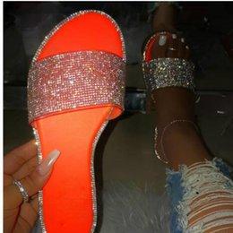 Diamante Bling de chinelos femininos sapatos 2020 chinelos de praia verão deslizamento sobre sandálias flip-flop fora designers de luxo venda por atacado