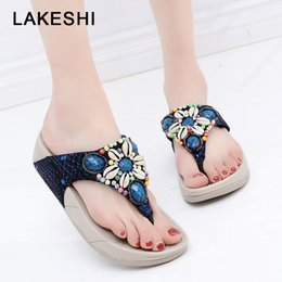 Discount feet clips - LAKESHI 2019 New Women Slippers Flip Flops Shoes Female Summer Beach Slippers Shell Bohemian Rhinestone Clip Feet Shoes