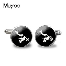 China 2019 New Motorcycle Cufflinks Riding Motorbike Silhouette Cuff Handmade Silver Round Glass Photo Jewelry Men Shirt Cufflinks cheap new motorcycle riding glasses suppliers