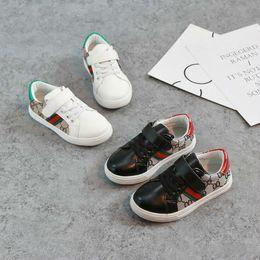 2018 New Children Girl Casual Shoes Fashion Girls Canvas Shoes Student Flat Kids Mocasines Zapatillas de deporte Zapatos de bebé para niños pequeños