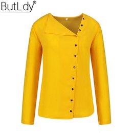 Irregular Skew Collar Botão Blusa Camisa Mulheres Outono Manga Comprida Amarelo Casual Mulheres Tops e Blusas Senhoras Brancas em Promoção
