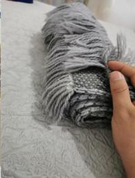 Wholesale Winter Women's Clothing Scarf Fashion Colorfulner Scarf Men Women Letter Pattern Design Cashmere Scarve